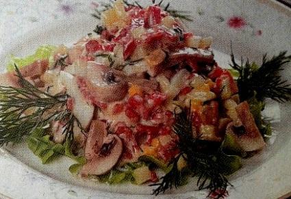 Салат с копченым сыром и колбасой